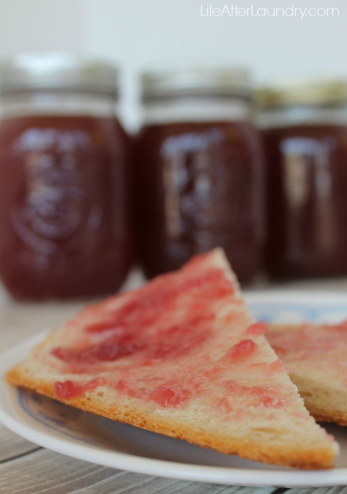 Low Sugar Muscadine (Grape) Jelly via LifeAfterLaundry.com